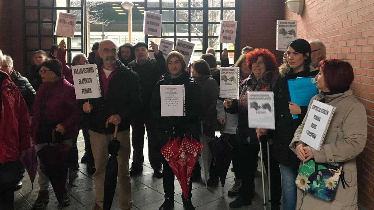 Uso de la tarjeta ciudadanaen un contenedor marrón en Gijón.Protesta de Atención Primaria en Marcha en Gijón