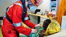 Un miembro de la oenegé Sea-Eye 4 atiende a un inmigrante rescatado en el Mediterráneo central la pasada semana