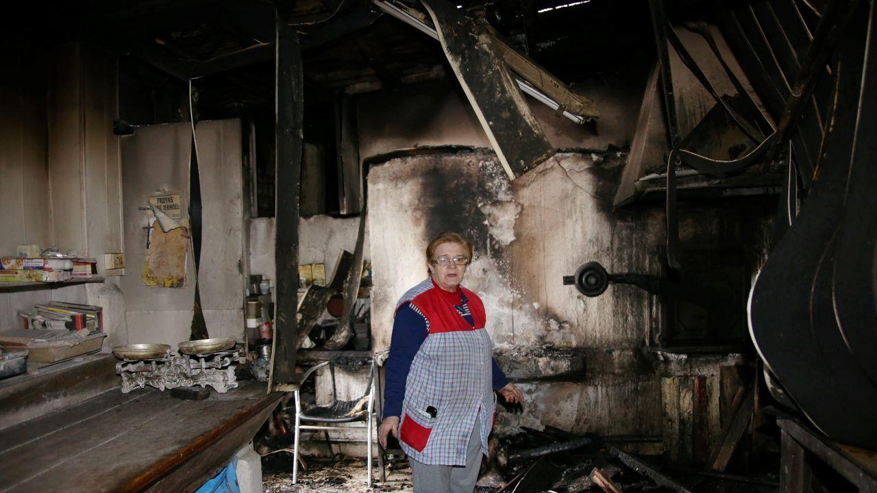 El fuego arrasa el astillero de Os Praceres.Entrada de Urgencias del hospital Arquitecto Marcide en una imagen de archivo.