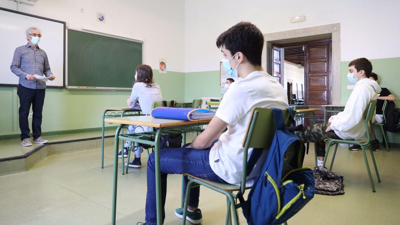 El instituto Rosalía de Castro, de Santiago, retomó las clases, como todos los centros, con mascarilla y distancia