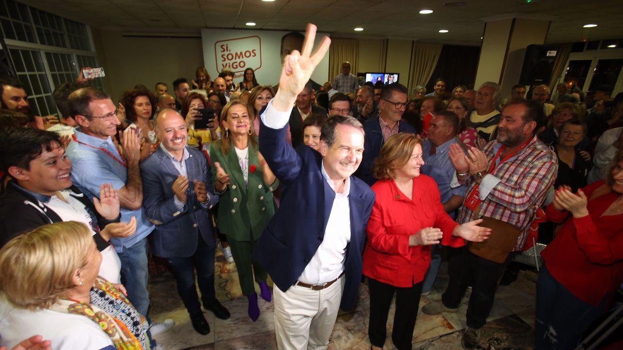 El abogado de Puigdemont, Gonzalo Boye, tuvo que presentar su documentación en el registro como le ordenó una funcionaria de la Junta Electoral.Abel Caballero celebra con los suyos en la sede del PSOE vigués su clamoroso éxito electoral
