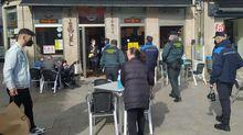 Guardia Civil y Policía Local visitaron los locales de hostelería de Xinzo