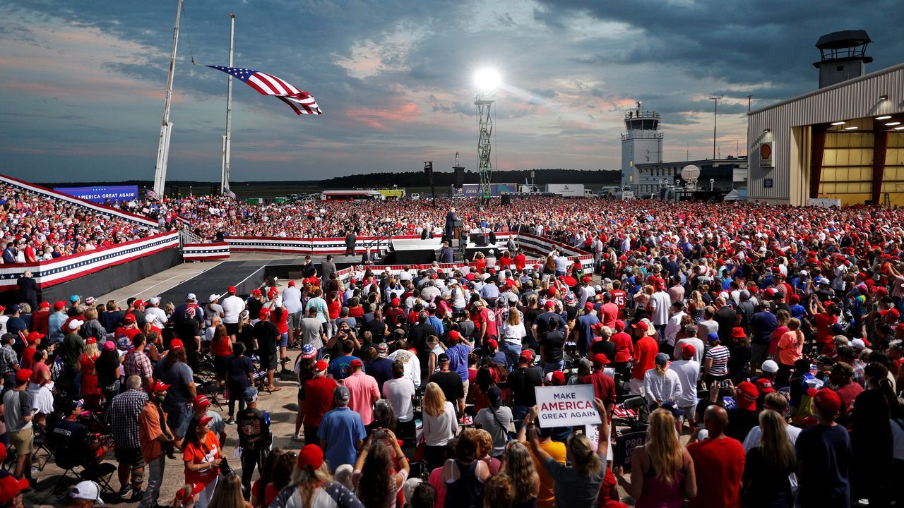 Acto de campaña de Donald Trump en el aeropuerto de Florida