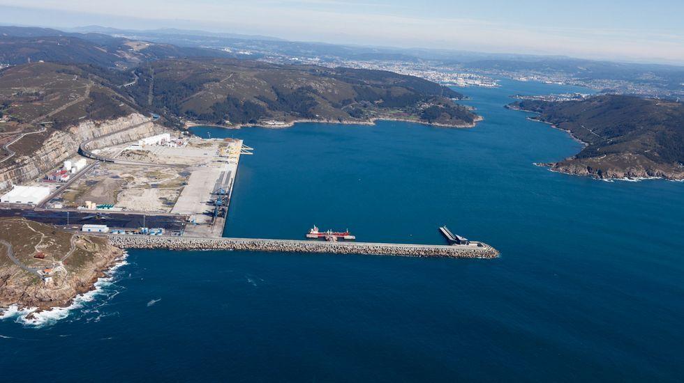 Vista aérea del puerto exterior de Ferrol