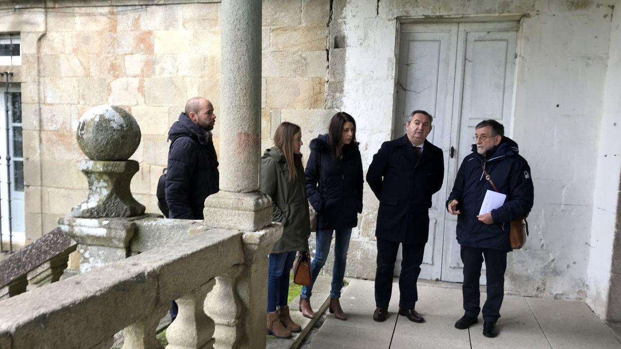El delegado territorial de la Xunta, José Manuel Balseiro, visitó en el 2018 la zona del monasterio destina a acoger la hospedería