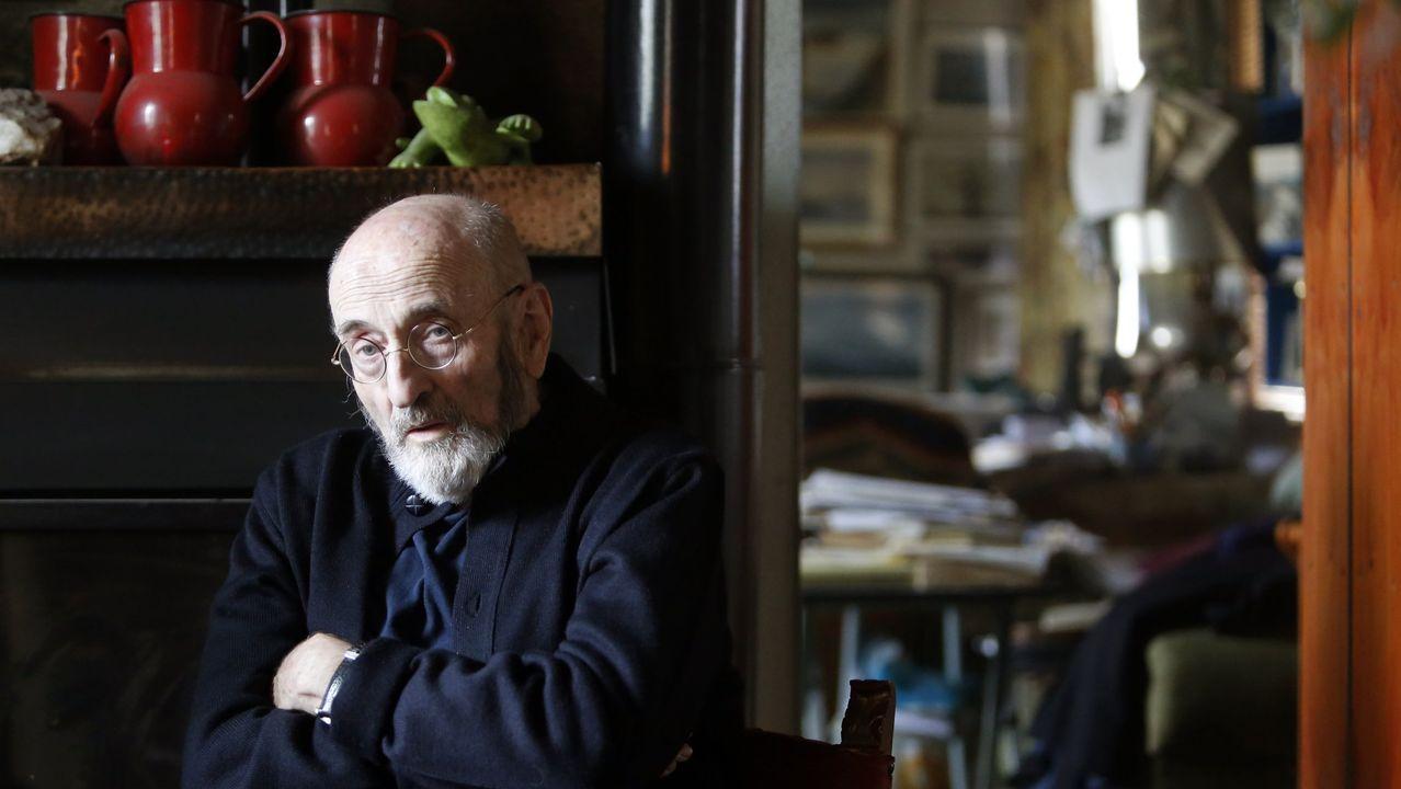 La trayectoria de Roberto González enimágenes.El escritor y académico, en una imagen del 2015, acaba de publicar «El destino de un gato común»