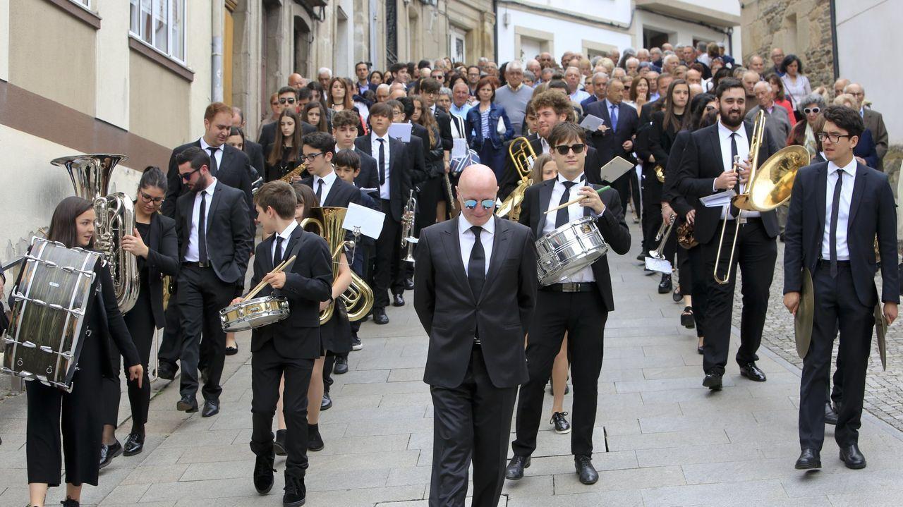 Lugares para visitar en Lugo en un día gris.La  banda de Sarria, en la procesión del día de San Xoán de hace años