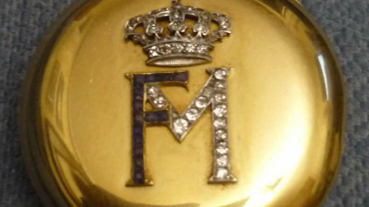 Reloj del rey consorte de Isabel II que fue adquirido por un anticuario de A Pontenova, Manuel Piñeiro