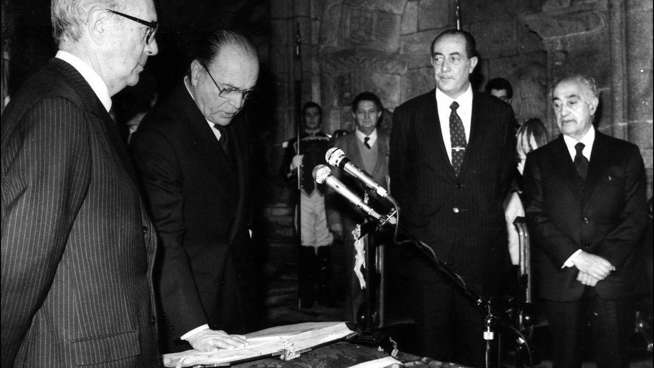 Gerardo Fernandez Albor jurando su cargo como nuevo presidente de la Xunta de Galicia el 21 de enero de 1982