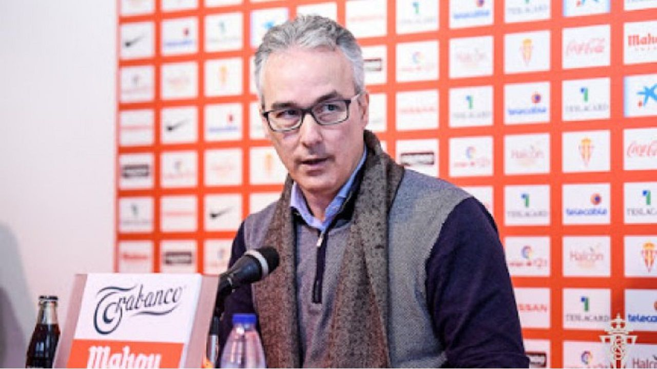 Entrevista con Ciriaco Cano.Miguel Torrecilla en sala de prensa