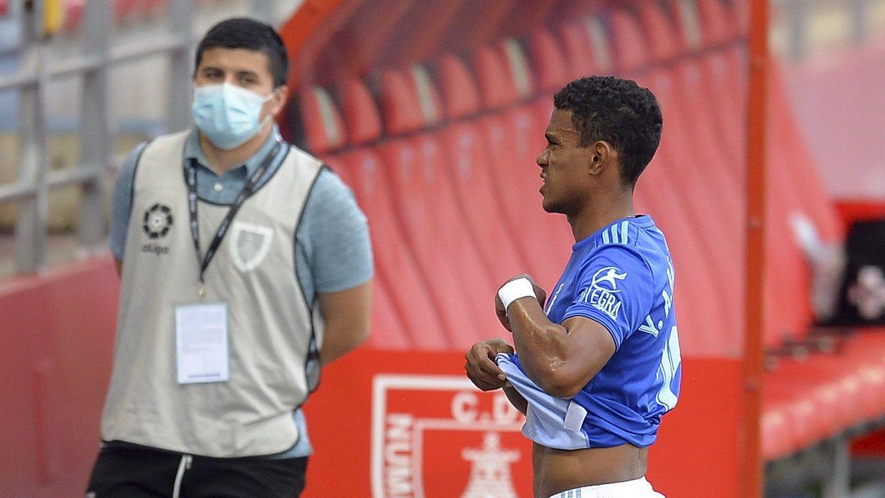 Roja expulsion Barcenas Numancia Real Oviedo Los Pajaritos.Bárcenas se retira del campo tras su expulsión ante el Numancia
