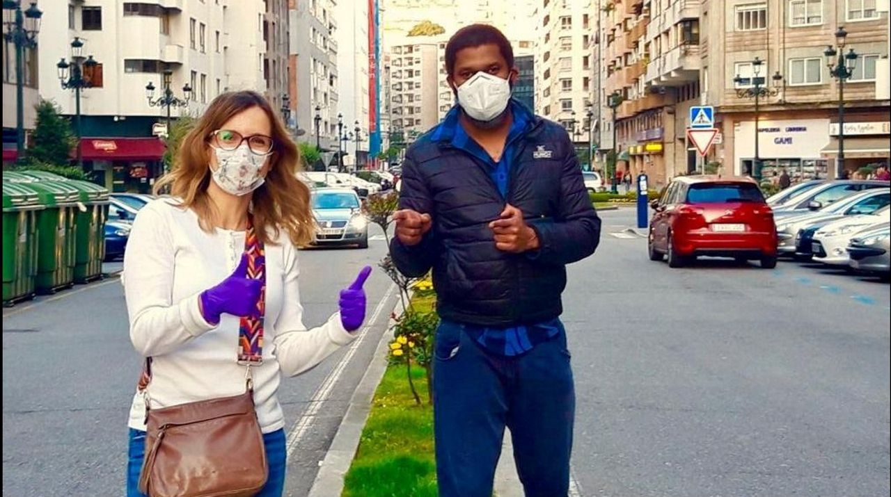 Rafa Centeno e Inés Abril, cocineros solidarios en Maruja Limón.En el CGAC se puede ver la muestra de Antón Patiño