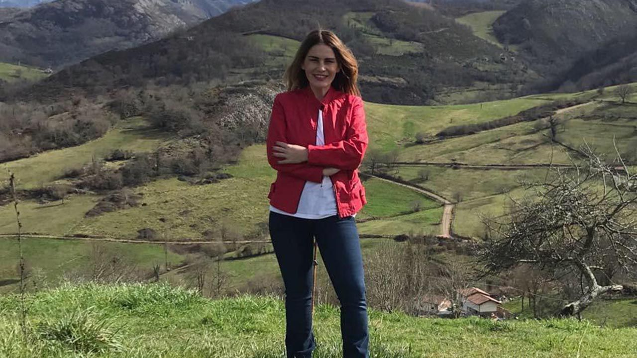 La portavoz socialista en el Ayuntamiento de Cangas de Onís, Vanesa González.