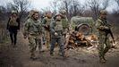 El presidente Volodimir Zelenski visitó a las tropas ucranianas en el frente con los separatistas de Donbás