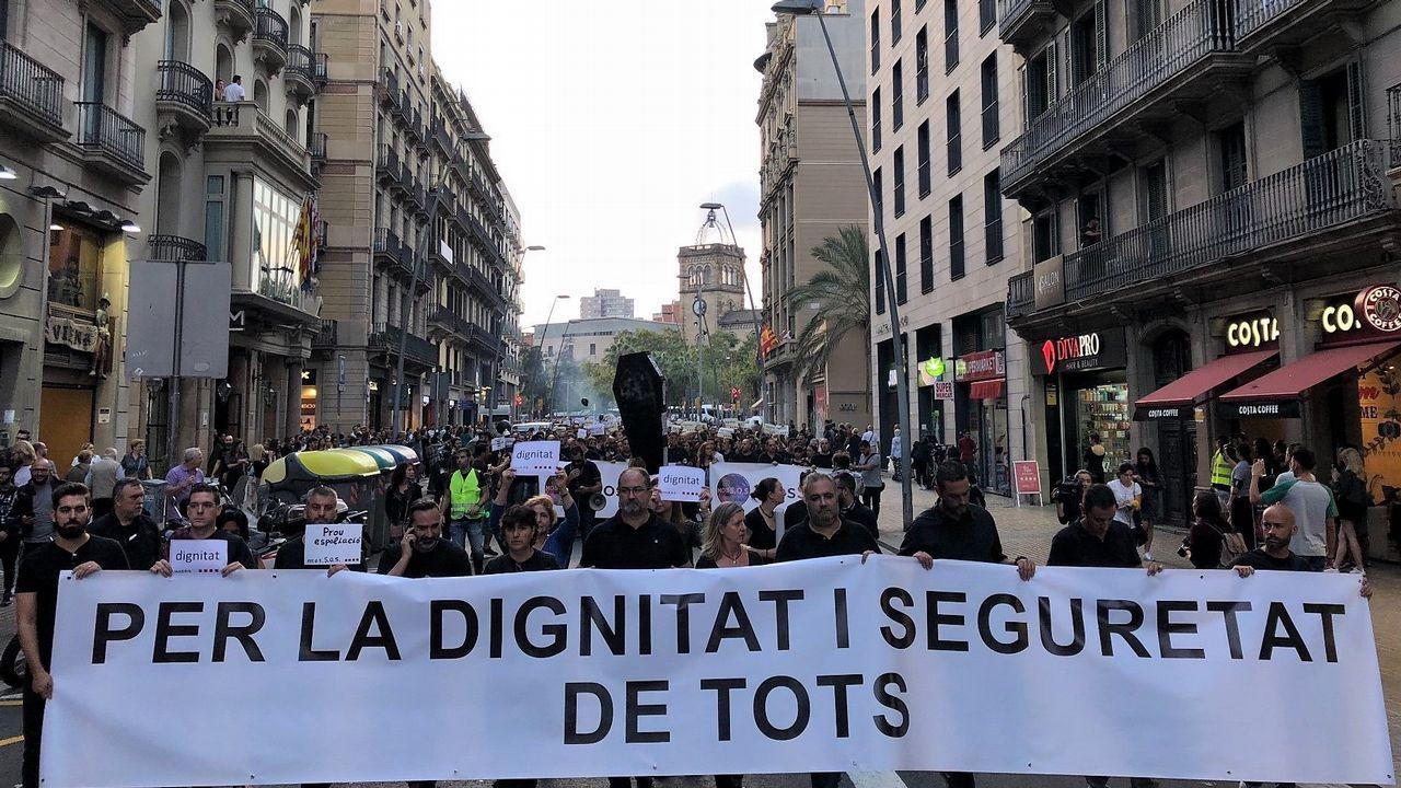 Último adiós a Montserrat Caballé en Barcelona.Los cerca de 5.000 «mossos» que se manifestaron por el centro de Barcelona se cruzaron aplausos con sus compañeros de la jefatura de la Policía Nacional
