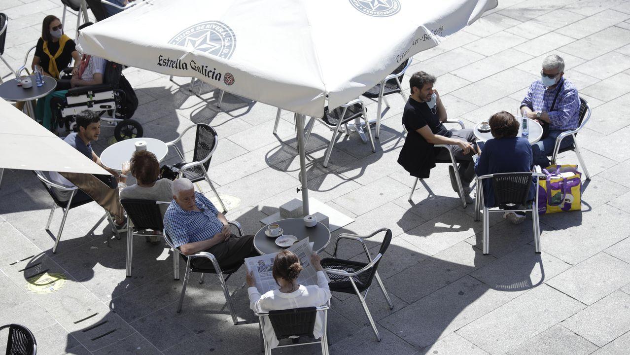 A Coruña vista desde la torre de Hércules.Una de las terrazas ubicada en la Marina