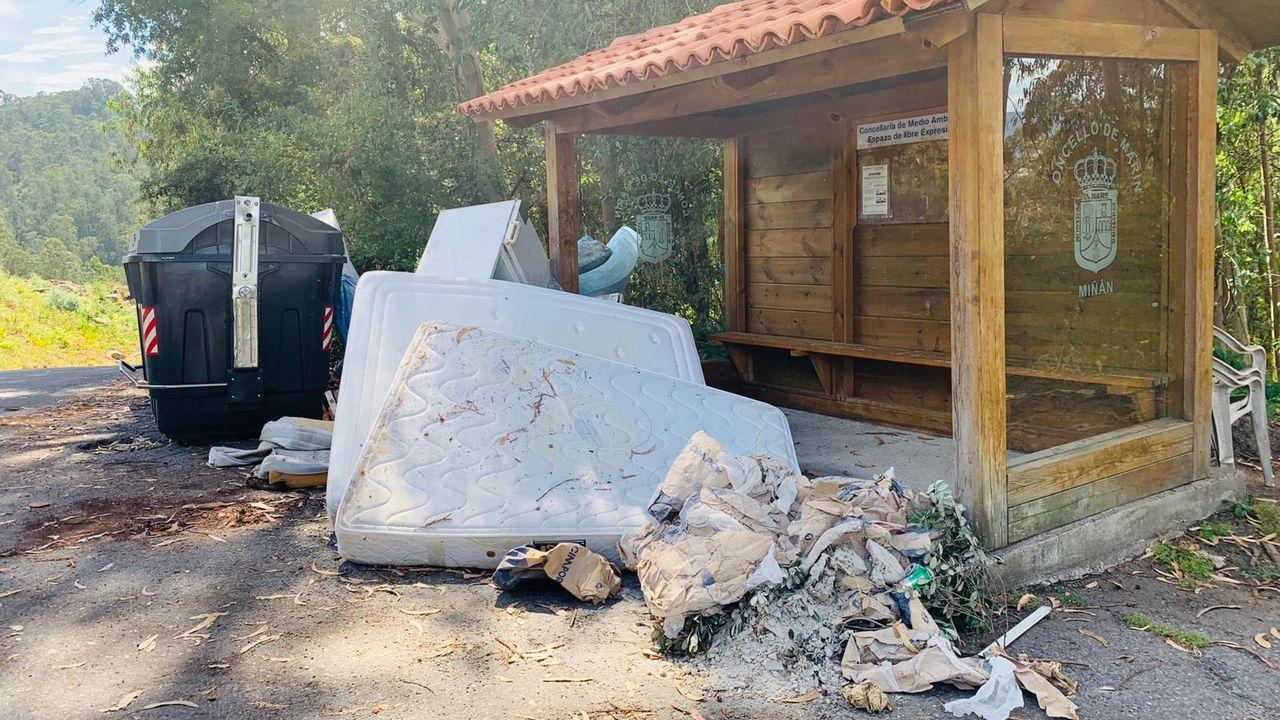 Denuncian un vertedero ilegal en Miñán, en la parroquia de San Tomé de Piñeiro, en Marín