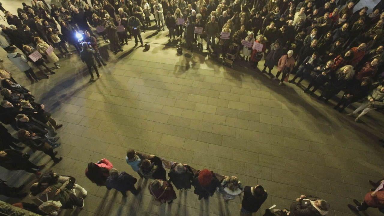 Concentración de repulsa por el asesinato de Clara María Expósito.El delegado del Gobierno presidió el minuto de silencio celebrado este lunes en A Coruña en repulsa por el crimen machista de Lugo