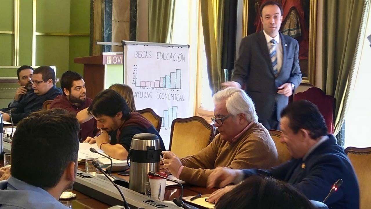 Somos explica la remunicipalización de servicios.Pleno del Ayuntamiento de Oviedo