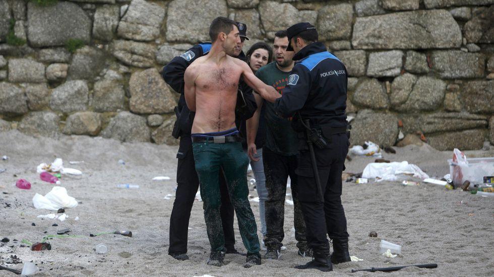 El joven rescatado por la Policía Local en el Orzán