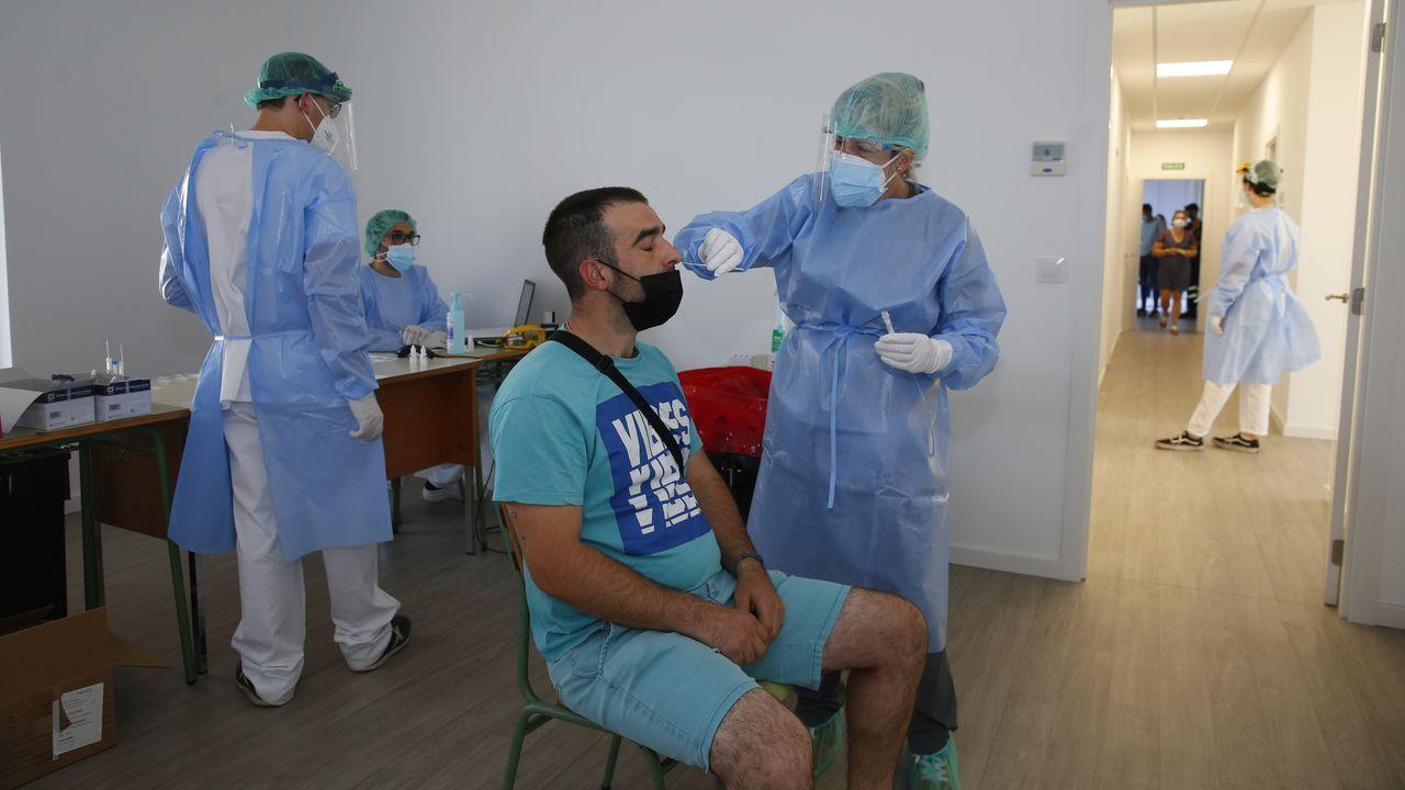 Casi nueve mil personas llamadas a vacunarse contra el covid en Pontevedra y Vilagarcía.Cribado poblacional en Caldas con test de antígenos para 1.530 personas del grupo de edad de 18 a 35 años