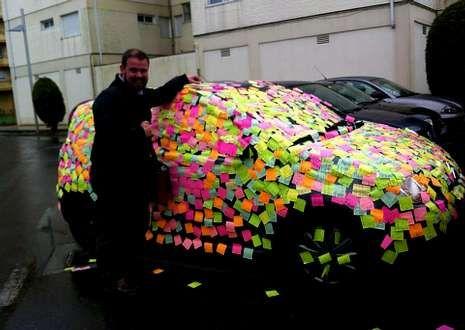 La imagen del coche de Enrique Vaqueiro empapelado de «posit» dio esta semana la vuelta al país.