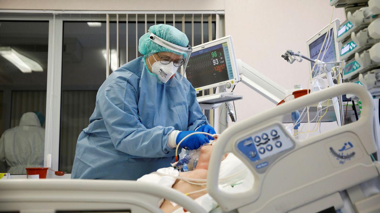 Unidad de críticos de un hospital de Varsovia (Polonia) con pacientes covid ingresados