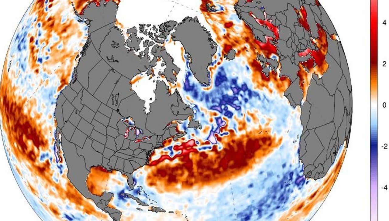 En la parte tropical del Atlántico, frente a las costas africanas, la tempertura del agua está más fría de lo normal.