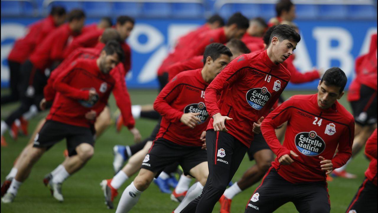 Los jugadores del Deportivo, durante un entrenamiento en el estadio