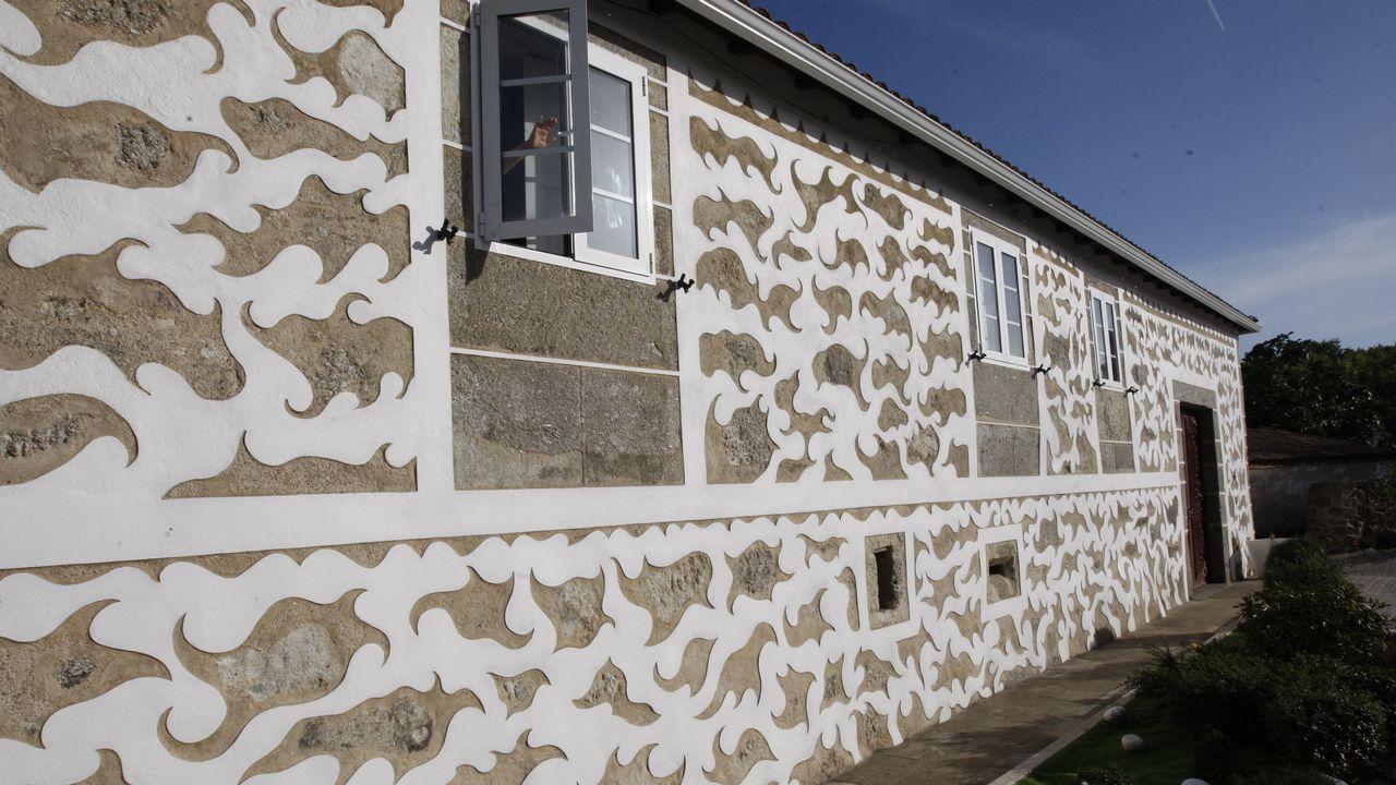 En la casa de Ánxel Rodríguez Pérez (en Ralle, Taboada), los esgrafiados fueron restaurados siguiendo los diseños originales, que estaban muy deteriorados