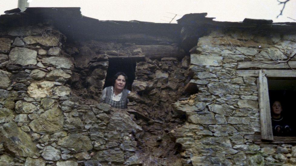 Diez años siguiendo el rastro de los hombres de Neandertal en Cova Eirós.Daños producidos en Becerreá (Lugo) por un terremoto de magnitud 4,6 el 24 de diciembre de 1995