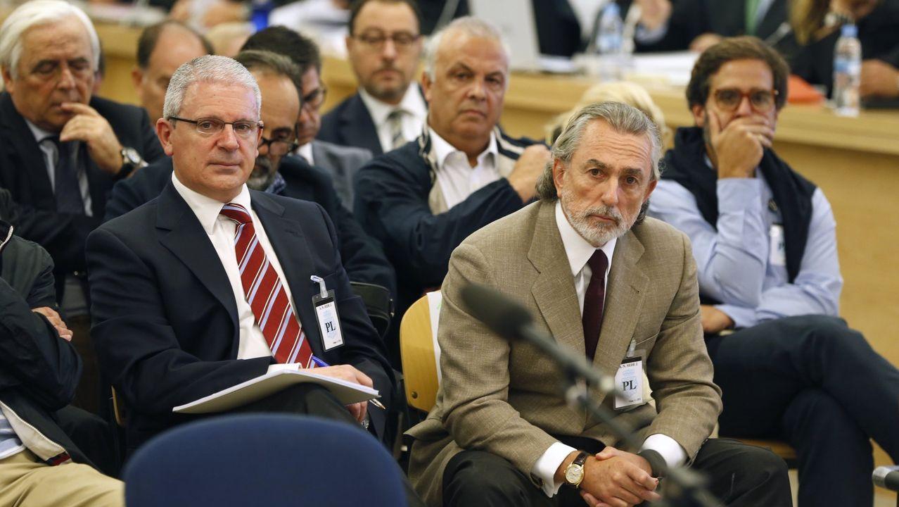 Pedro Sánchez comparece tras el Consejo Europeo.Crespo (a la izquierda) y Correa durante el juicio de la Gürtel