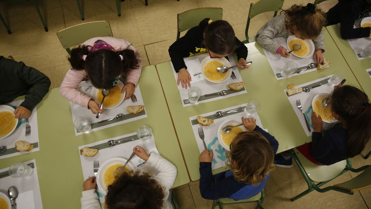 Escolares, el pasado noviembre, en el comedor del CEP Campolongo, en Pontevedra