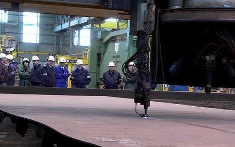 Las instalaciones de Navantia Fene acogieron el viernes el cortado de la primera plancha de acero del BAM.