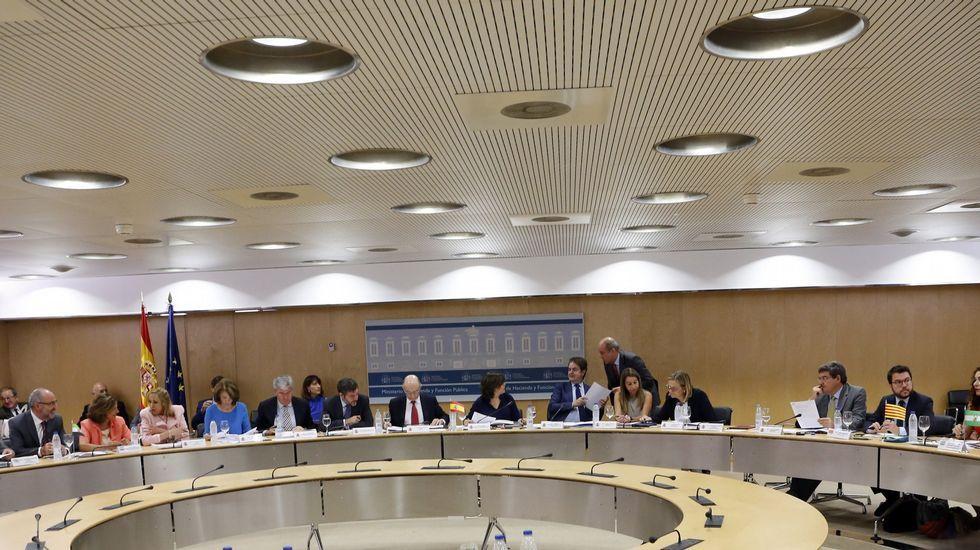 Feijoo se reúne con el comité de la antigua Alcoa y los representantes del fondo comprador, Parter.Consejo de Política Fiscal