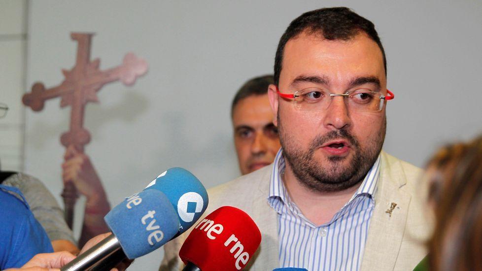 El secretario general de la Federación Socialista Asturiana (FSA), Adrián Barbón