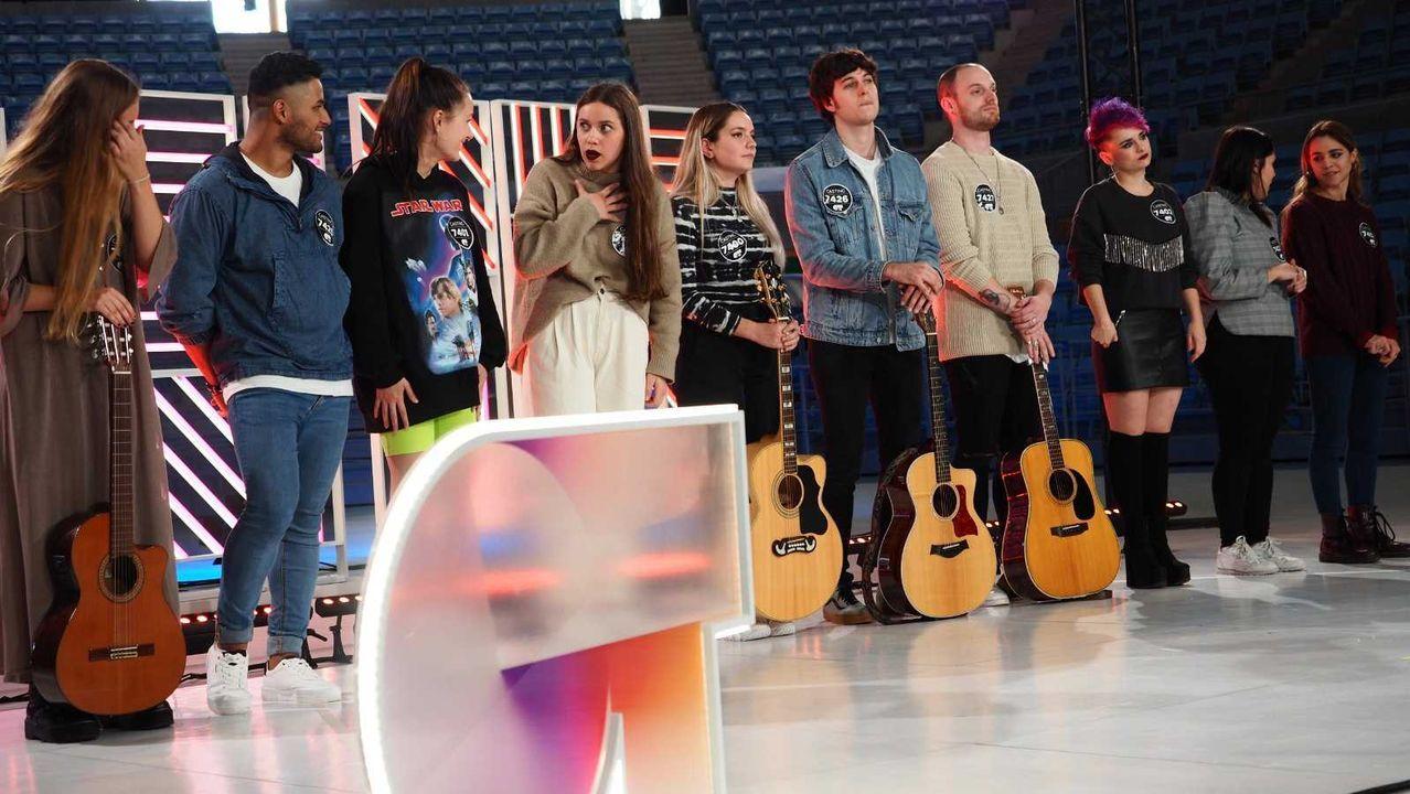 La canción de España en Eurovisión Júnior 2019.Noemí Galera colocándole la pegatina al gijonés Nayim Tamarine