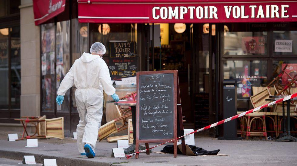 Abrigos abandonados en la calle al lado del Comptoir Voltaire cafe
