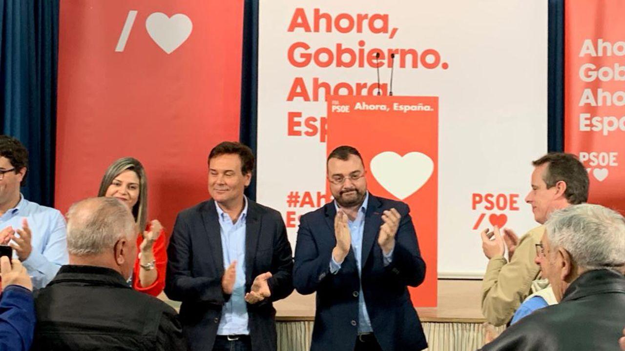 Adrián Barbón y Francisco Blanco en un acto de campaña en Valdés