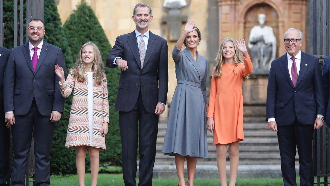 Los reyes con sus hijas en una visita a Asturias en el mes de octubre del 2019