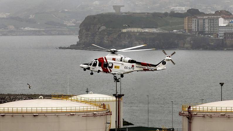 El Helimer abandona su base en el puerto de Gijón para reincorporarse a las labores de búsqueda