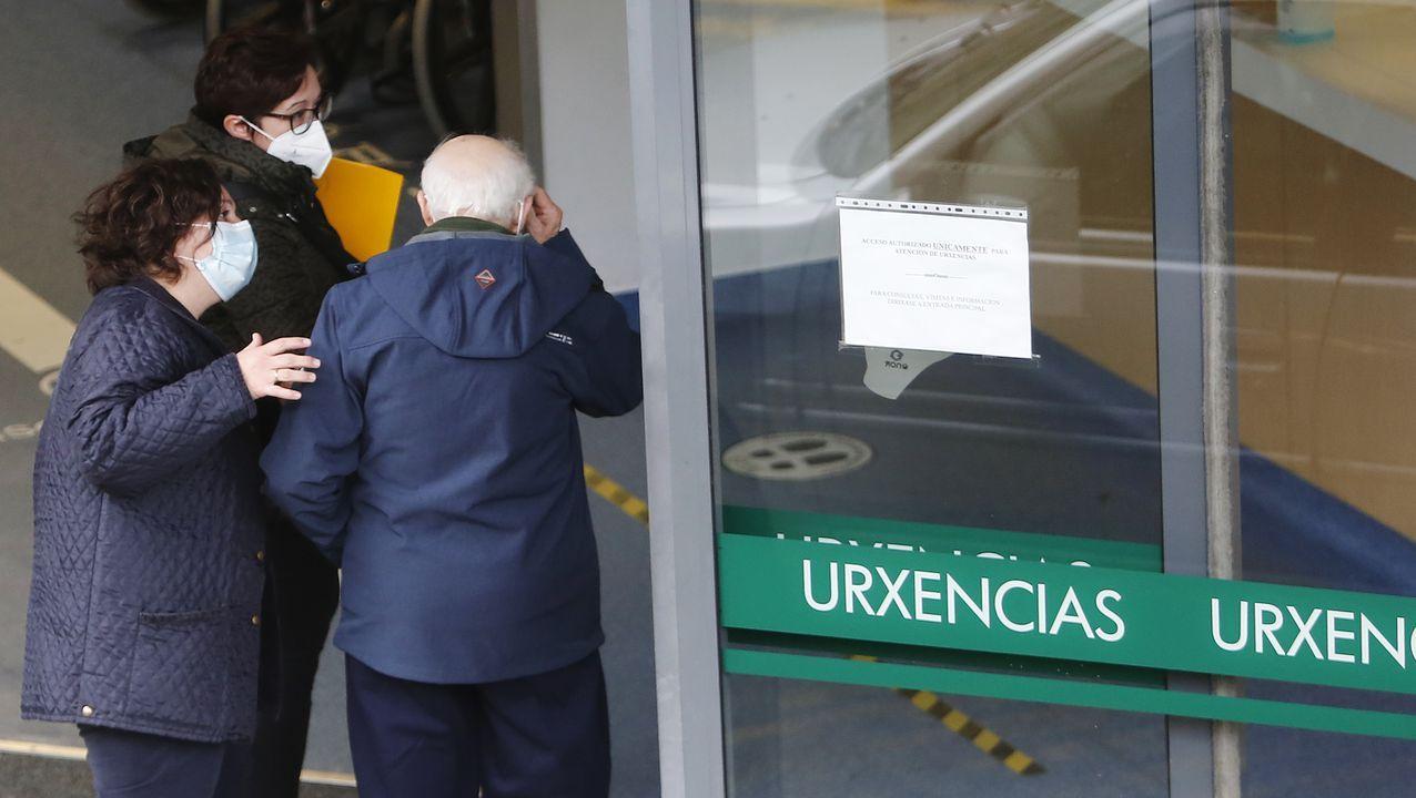 Entrada del servicio de urgencias del Hospital Montecelo, de Pontevedra