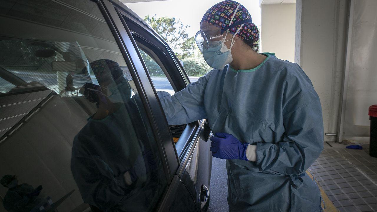 Cada día se realizan en el hospital de Barbanza decenas de pruebas PCR para detectar nuevos positivos