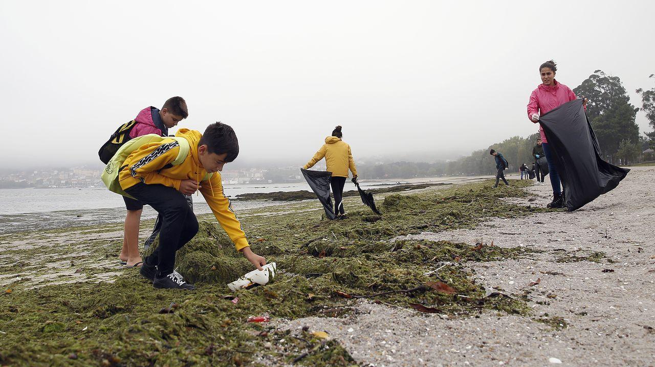 ACTOS CONTRA EL CAMBIO CLIMÁTICO EN BARBANZA.Fotografía de acrhivo de un agente de la Policía Nacional