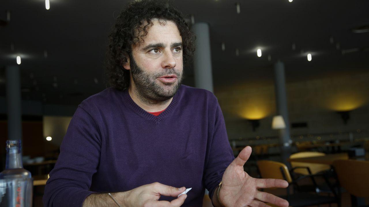 Davide Rodríguez (Parlamento de Galicia). El exalcalde de Manzaneda forma parte de la militancia de Anova crítica con la dirección. Apoya a Villares y fue en su lista en las primarias del partido instrumental
