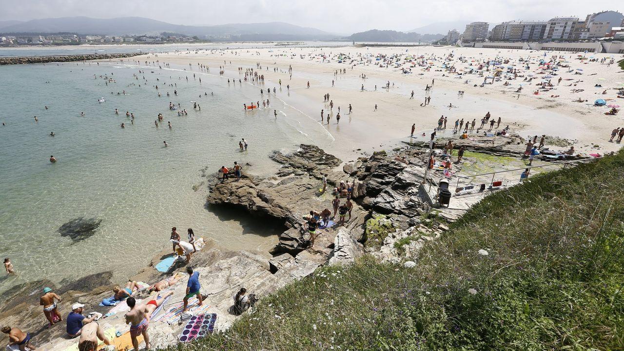 Playa de A Rapadoira, en Foz, uno de los arenales mariñanos que más años ha conseguido la distinción de bandera azul
