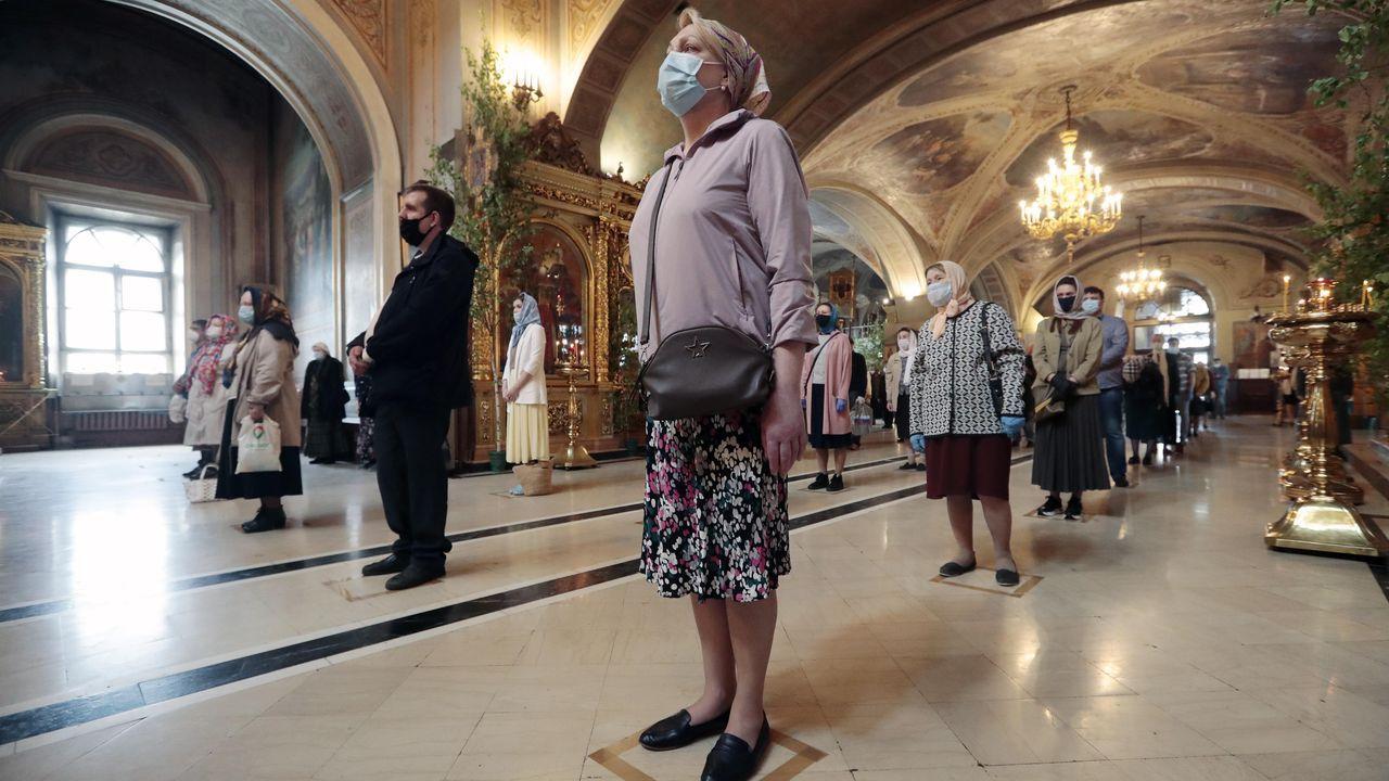 En las iglesias ortodoxas de Moscú los fieles deben guardar la distancia social