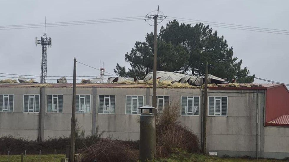 Hortensia arrancó el tejado del polideportivo de Castro Caldelas
