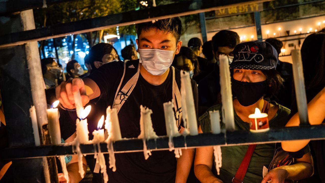 Jóvenes hongkoneses desafíaron la prohibición de China y celebraron el jueve la vigilia anual por la matanza de Tiananmen