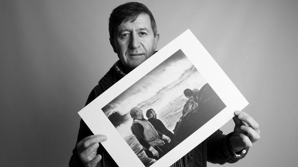 O fotógrafo muxián mostra imaxes en branco e negro, cos veciños como protagonistas.